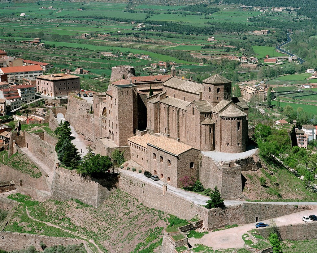 View of the facade of Parador Cardona