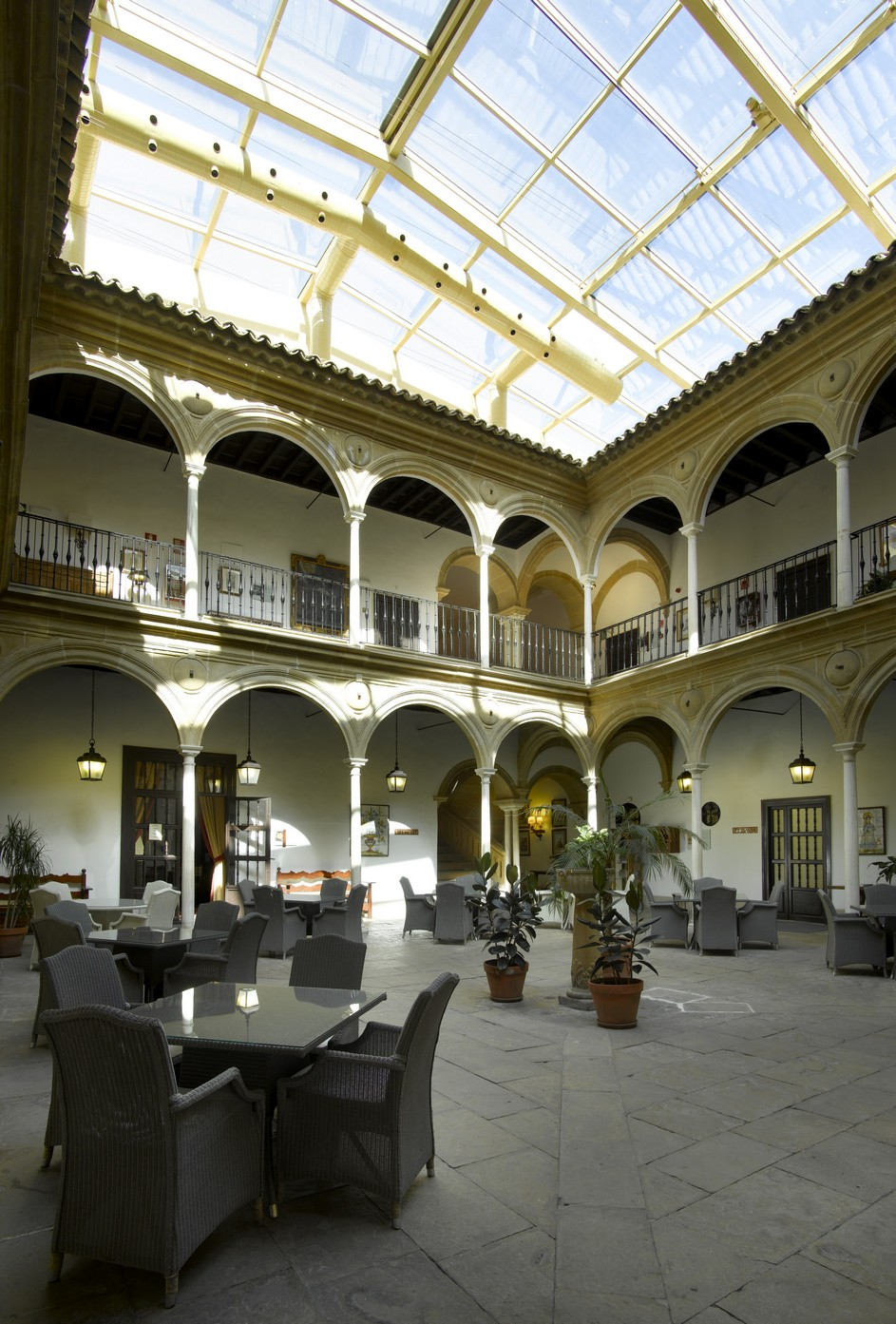 Beautiful courtyards at the paradores hotels - Ciudad de ubeda hotel ...